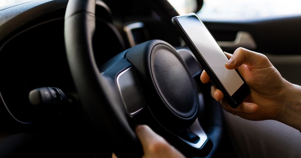 Mobile phone use while driving in Queensland | Hall Payne Lawyers